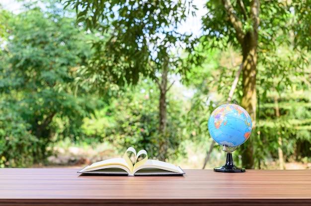 Concept van het lezen van boeken en bureaus