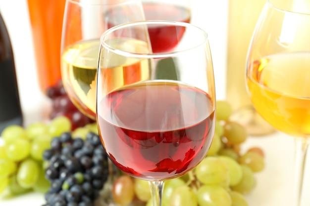 Concept van het proeven van verschillende wijn, close-up en selectieve focus