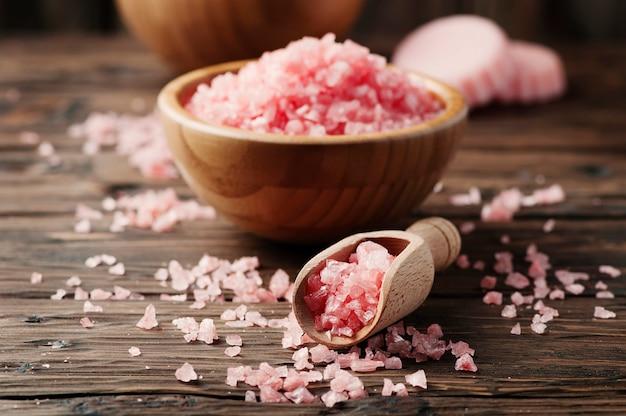 Concept van kuur met roze zout
