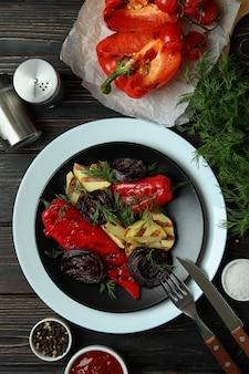 Concept van lekker eten met gegrilde groenten, bovenaanzicht
