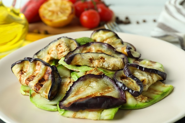 Concept van lekker eten met gegrilde groenten, close-up