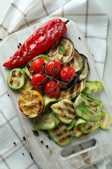 Concept van lekker eten met gegrilde groenten