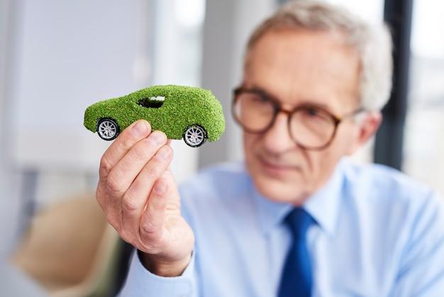Concept van milieuvriendelijke auto