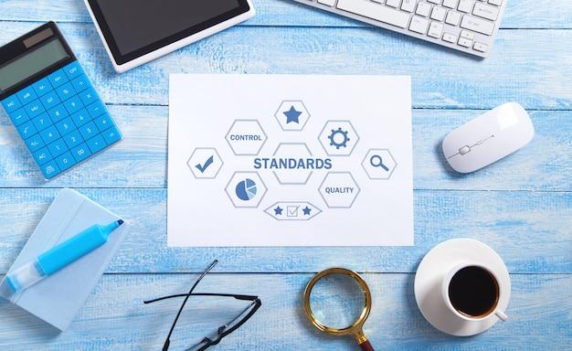 Concept van normen met een bedrijfsobject. kwaliteitscontrole. bedrijfsconcept