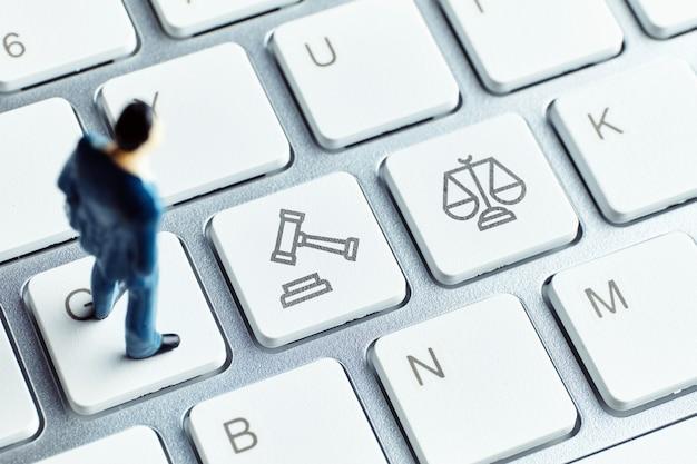 Concept van onlineraadpleging door een advocaat