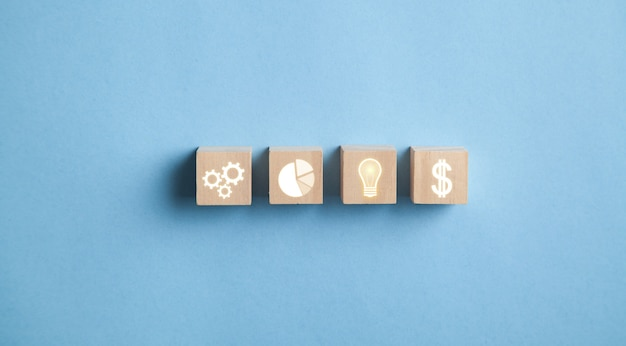 Concept van plan, strategie, zaken, succes, idee op houten kubussen.