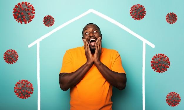 Concept van thuisblijven bericht met een man in zijn huis en rond buiten covid 19 coronavirus