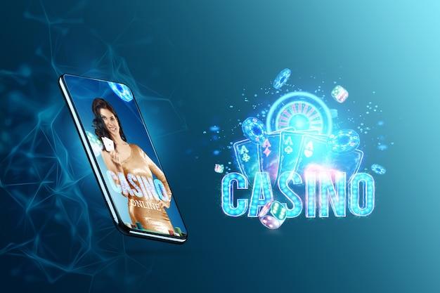 Concept voor online casino, gokken, online geldspellen, weddenschappen. smartphone en mooi meisje met speelkaarten in de hand. website header, flyer, poster, sjabloon voor reclame.