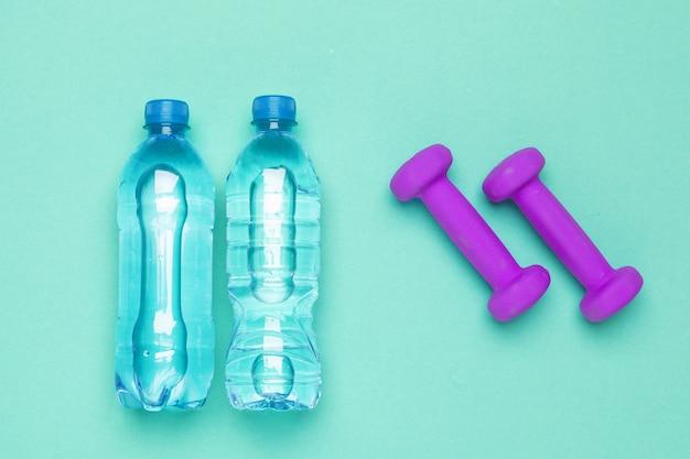 Concept voorbereiding op fitness sportuitrusting bovenaanzicht