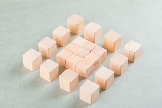 Conceptueel bedrijf met houten blokken.