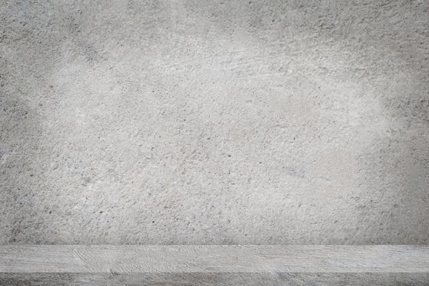 Concrete vloer met lege grijze concrete muurachtergrond.