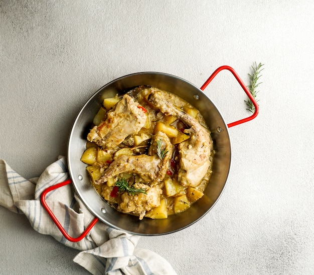 Conejo en salmorejo al estilo canario, geroosterd konijn in canarische marinade, spaanse en canarische eilanden
