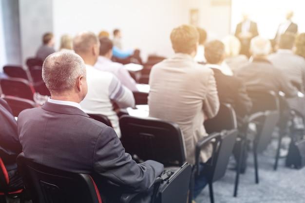 Conferentie training seminar zakelijke presentatie publieksbijeenkomst