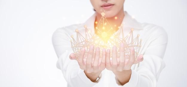 Connectiviteit voor winnaar van miss beauty queen pageant contest is sash, diamond crown. most beautiful woman zal in handen van palm verbinding maken met influencer network over de hele wereld