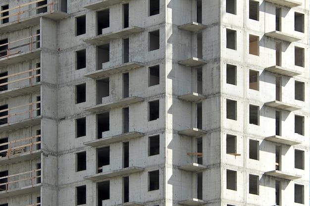 Constructie van een betonnen doos van een modern gebouw
