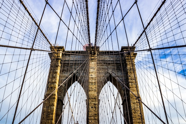 Constructie van een brug met touwen