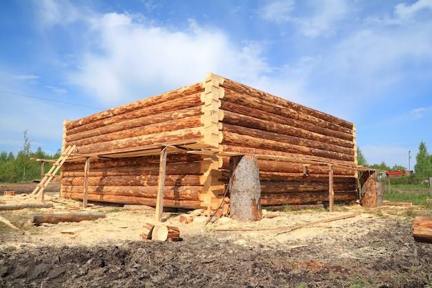 Constructie van het houten gebouw