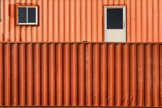 Container gestapeld containermagazijn met oranje oppervlak