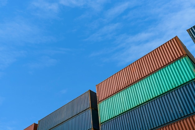 Container laadbak in import export logistiek gebied met ruimte voor tekst
