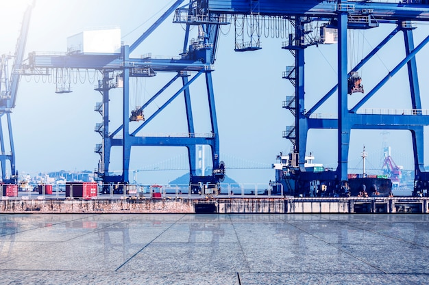 Container terminal? wharf, transport
