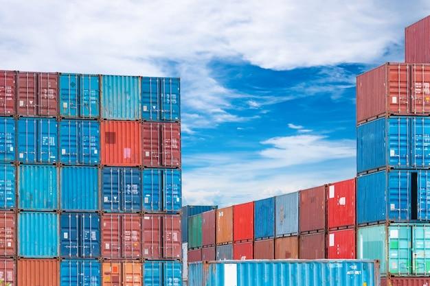 Containerlogistiek vracht- en scheepvaartbedrijf containerschip voor import- en exportlogistiek