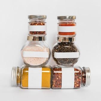 Containers met specerijen arrangement