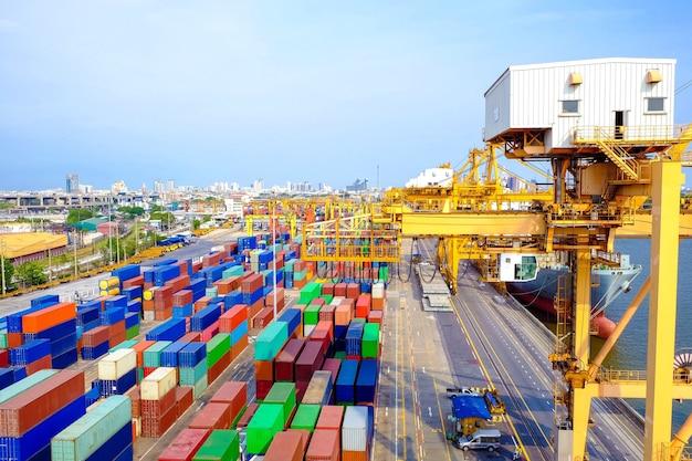 Containers voor het verpakken van producten voor gebruik in transport