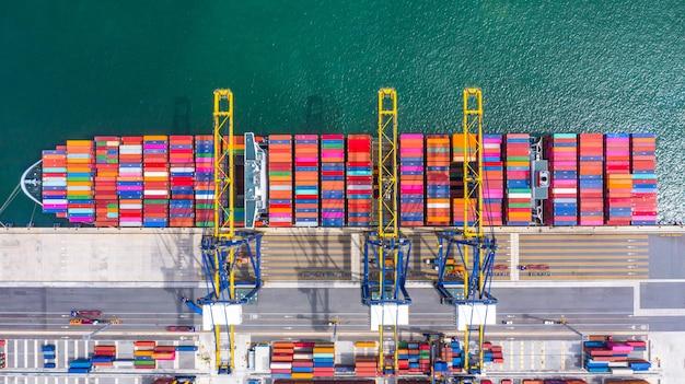 Containerschip laden en lossen in diepzeehaven, luchtfoto bovenaanzicht van zakelijke logistieke import en export