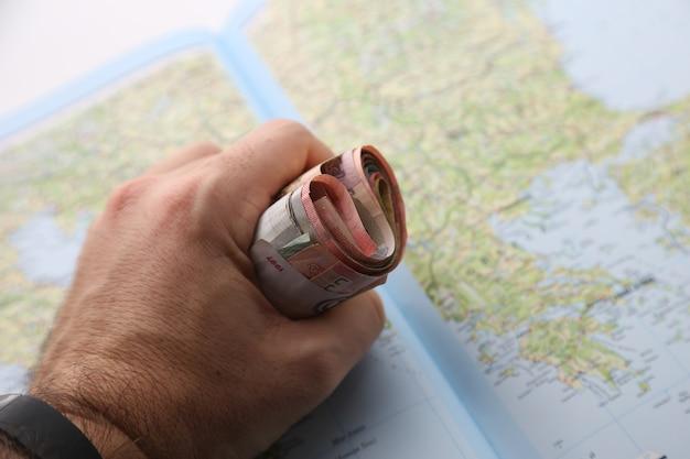 Contant geld uit verschillende landen. wereldwijde economische crisis concept.