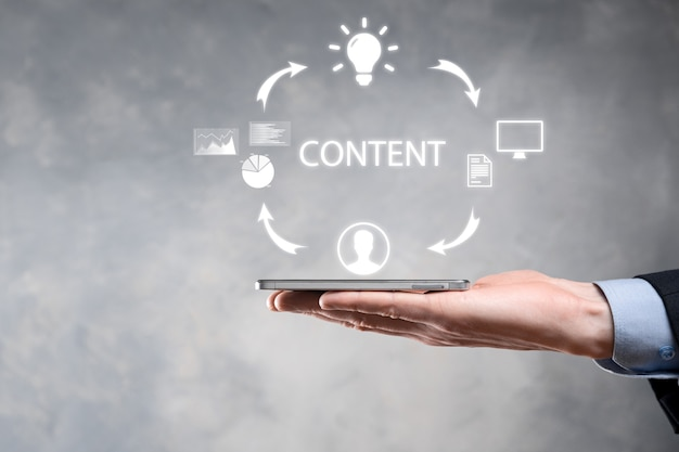 Contentmarketingcyclus - content creëren, publiceren, distribueren voor een gericht publiek online en analyseren. Premium Foto