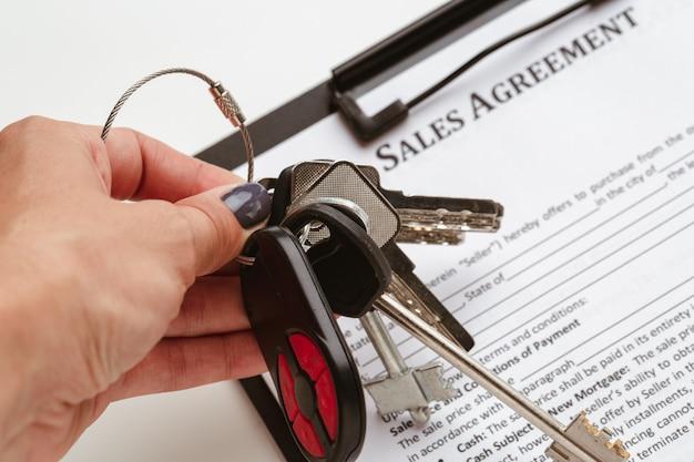 Contractvorm, verkopen en kopen van huis of appartement concept