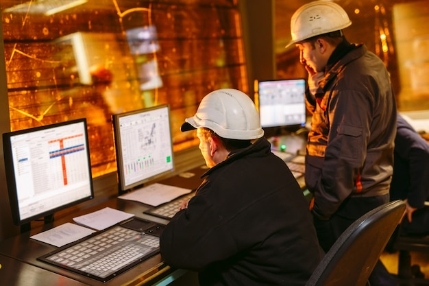 Controlepaneel. fabriek voor de productie van staal.