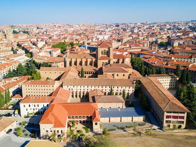 Convento de san esteban is een dominicaans klooster gelegen in de plaza del concilio de trento (raad van trent) in salamanca, spanje