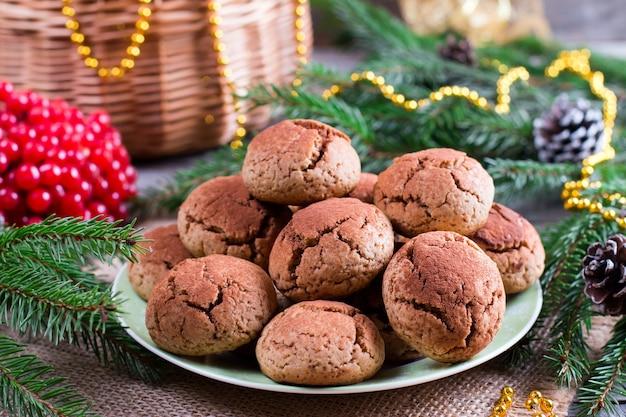 Cookies chocolade kreukels op een feestelijke achtergrond