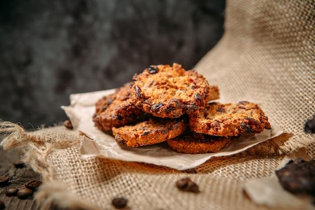 Cookies op houten tafel