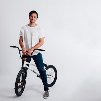 Cool man met bmx fiets