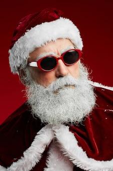 Cool santa claus dragen van een zonnebril