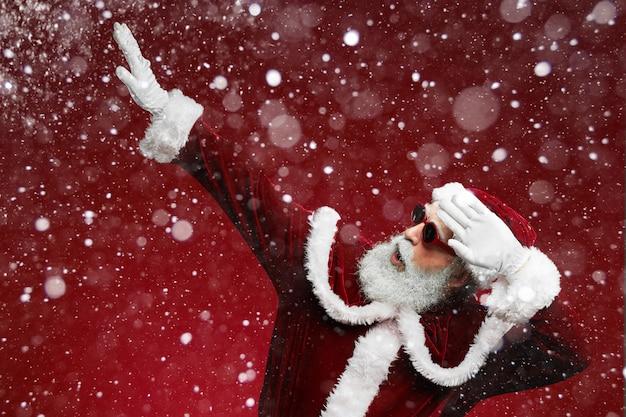 Cool santa claus op rood