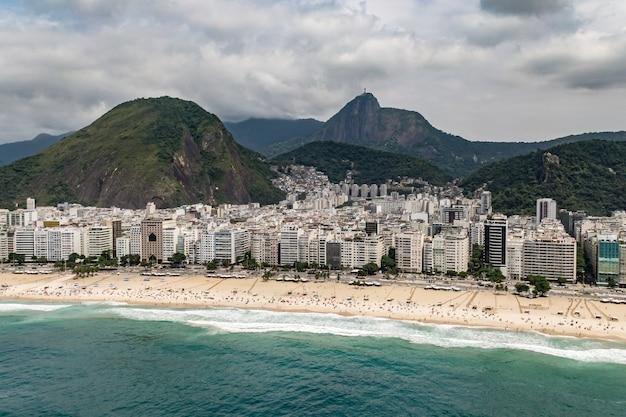 Copacabana-strand in rio de janeiro, brazilië