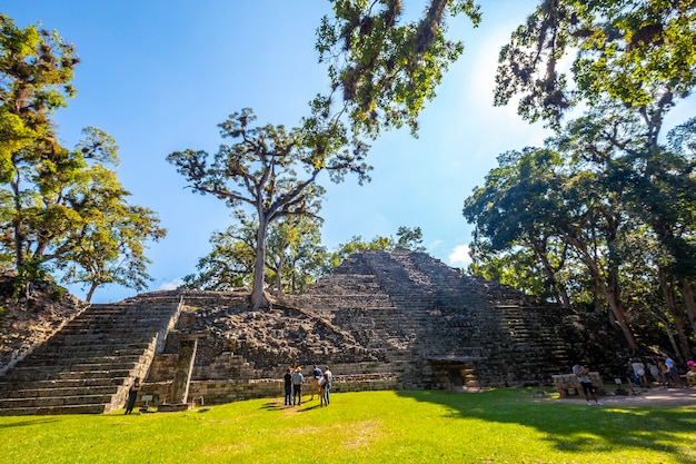 Copan ruins, honduras â »; december 2019: de astronomische piramide in copan ruinas