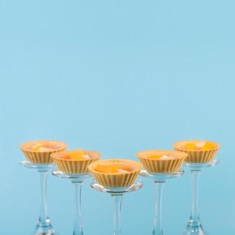 Copy-space glazen met fruit voorgerecht