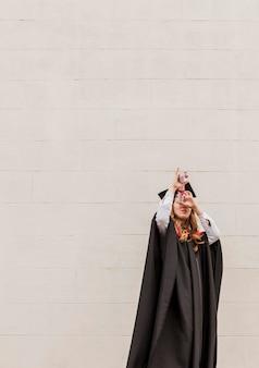 Copy-space meisje met diploma