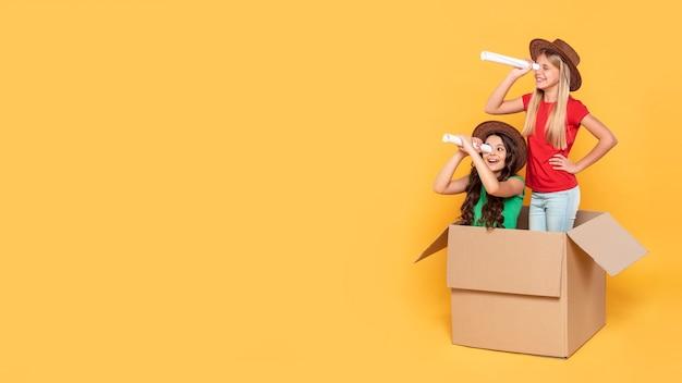 Copy-space meisjes spelen vlieger