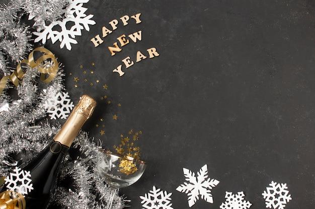 Copy-space nieuwjaarsdecoraties op tafel
