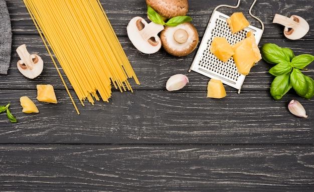 Copy-space spaghetti met champignons