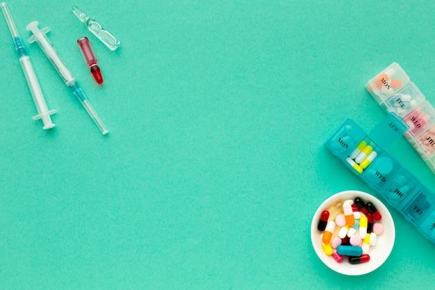 Copy-space tabletten met dagelijkse pillen