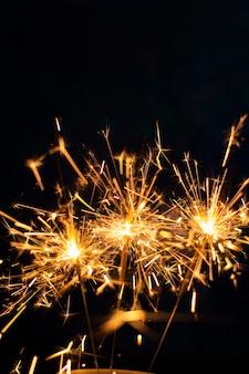Copy-space vuurwerk in de nacht