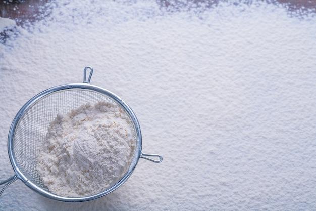 Copyspace image zeef met wit natuurlijk meel eten en drinken