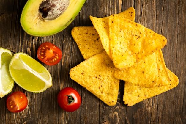 Corn tortilla chips nachos en guacamole saus ingrediënten