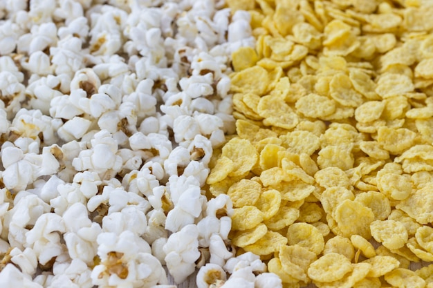 Cornflakes en popcorn, close-up